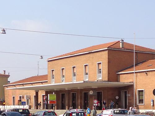 mantova stazione treni foto